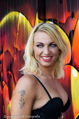 Auteur model Willeke Bartels - Graffiti shoot