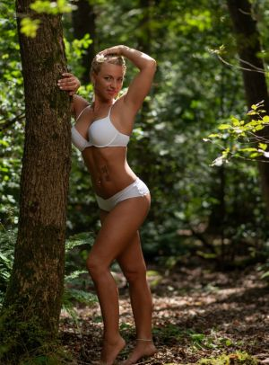 Auteur model Willeke Bartels - Forest shoot