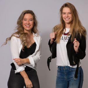 Auteur fotograaf Jops Robroeks - Melissa and Tessa having fun